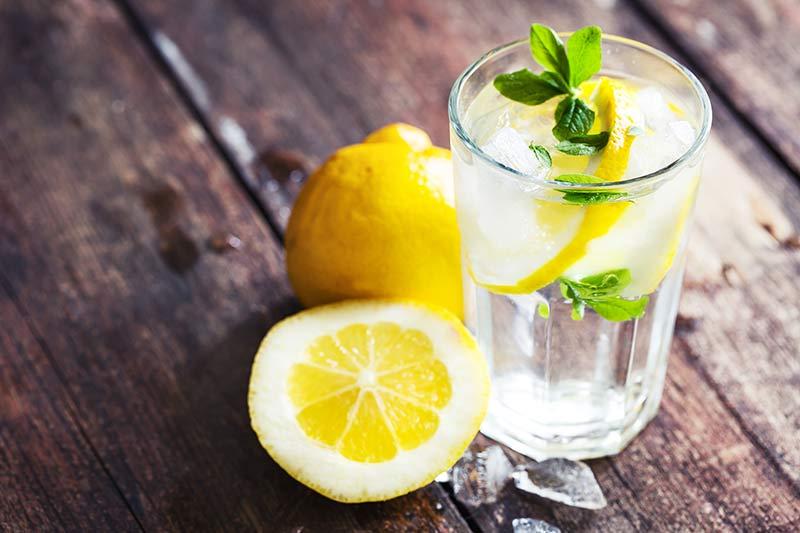 Cum slabesti cu o cura de slabire cu lamaie sau cu o dieta cu suc de lamaie?